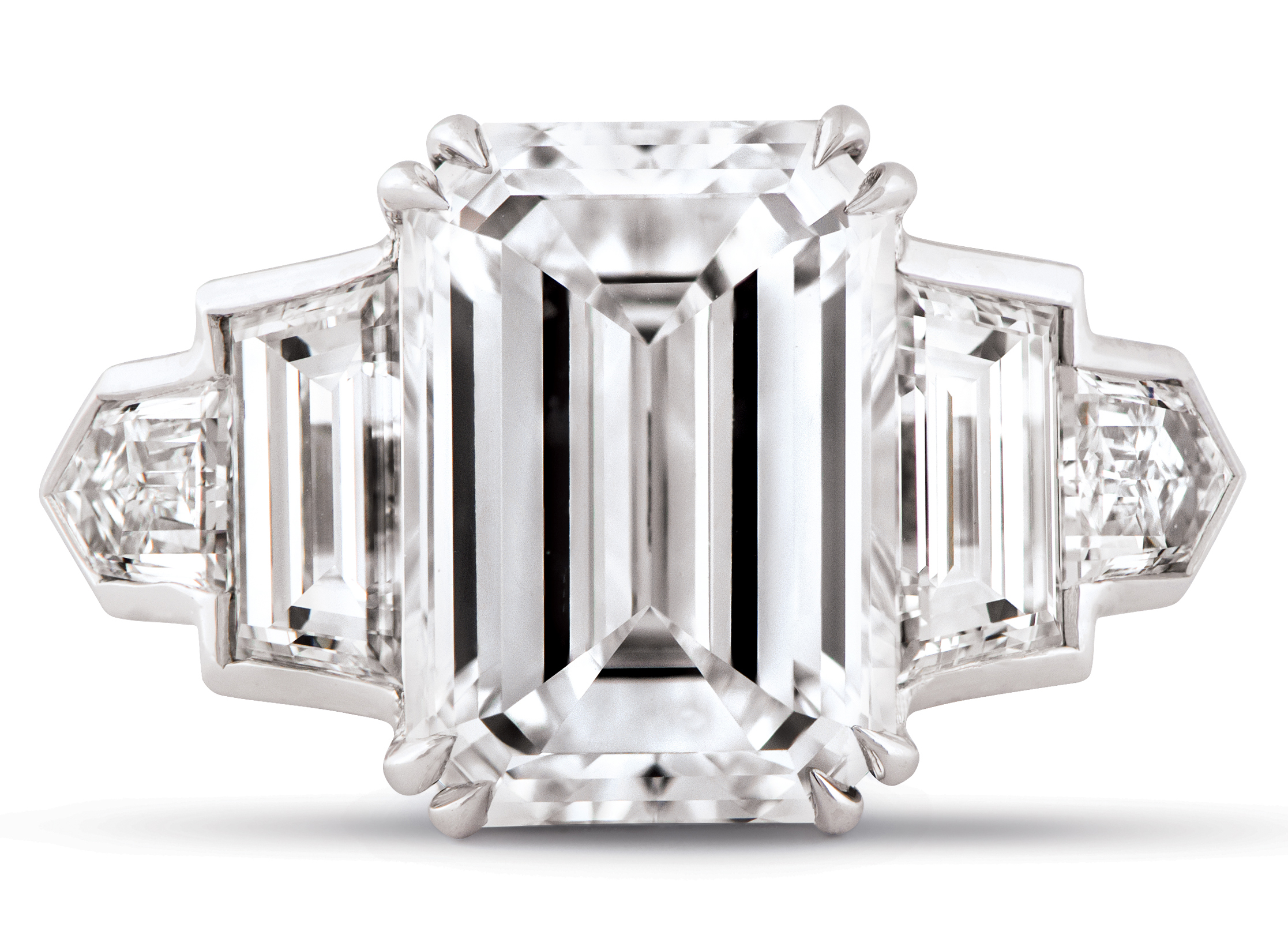 While the more unusual cuts of diamonds have been gathering momentum - Sometimes Called A Pillow Cut Diamond The Cushion Cut Has Earned Its Name For Its Pillow Shape Cushion Cut Diamonds Tend To Have Impeccable Brilliance