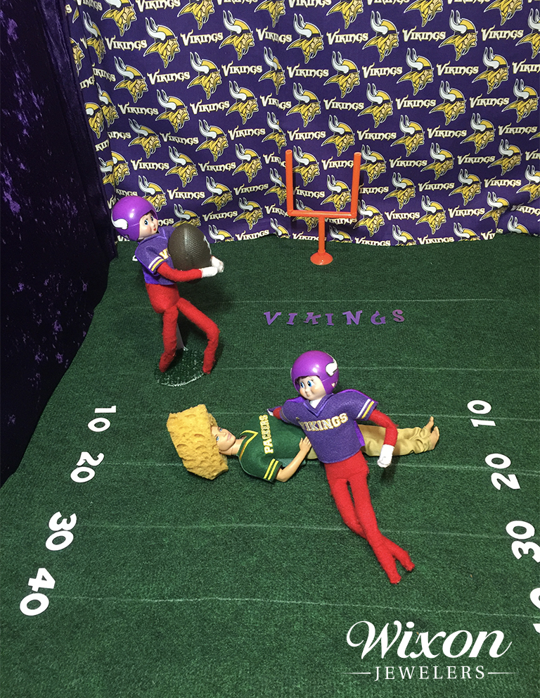 Football elf on the shelf ideas - Minnesota Vikings Green Bay Packers