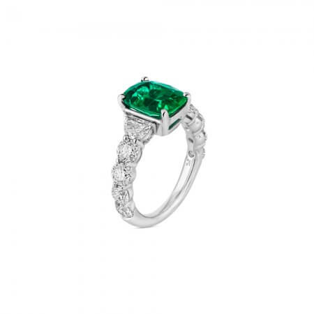 Cushion-Cut-Emerald-Ring