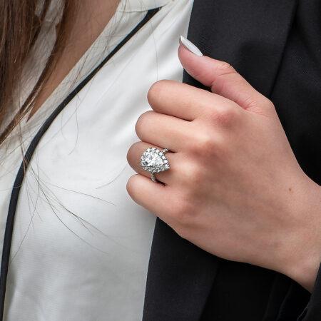 Pear-Shaped Diamond Halo Ring